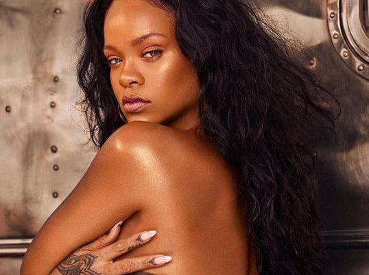 Rihanna shfaqet e zhveshur, duket rrezatuese