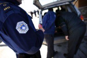 Prizren: Në patrullim të rëndomtë Policia i kap të armatosur dy persona të njohur për ta