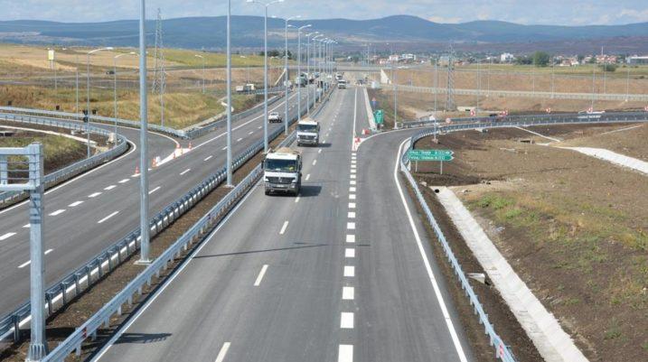 """Hajnat vjedhin rreth 100 përforcues të shtyllave mbrojtëse në autostradën """"Ibrahim Rugova"""""""