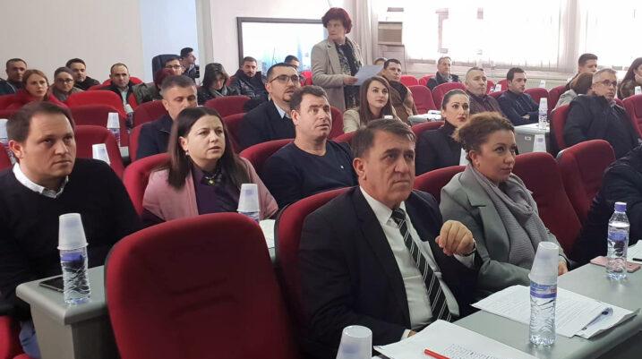 LDK mbledh 13 nënshkrime, të hënën mbahet seanca e jashtëzakonshme për Sheshin e Qytetit