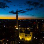 Ambasada Amerikane uron Muajin e Ramazanit