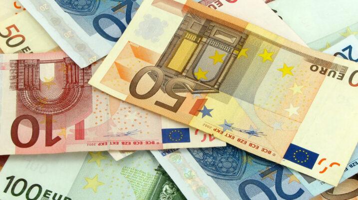 Ligji për paga hyn në fuqi në dhjetor, ja kush janë përfituesit