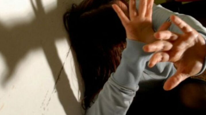 Suharekë: Burri sulmon gruan