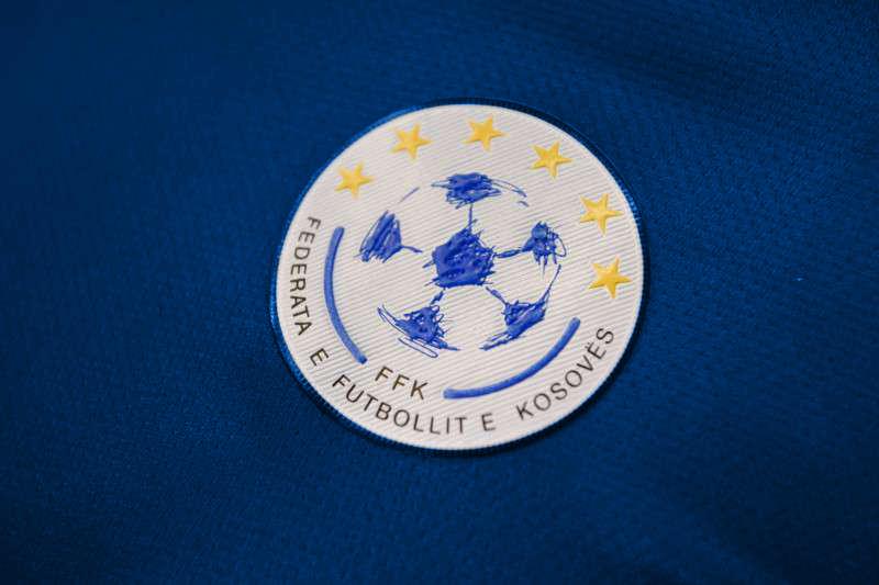 FFK: Zyrtarët e klubeve që po qëndrojnë nëpër tribuna nuk po i respektojnë masat mbrojtëse