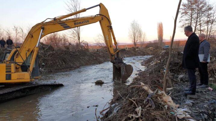 Komuna ndan 51 mijë euro për pastrimin e lumenjëve në këto fshatra të Suharekës