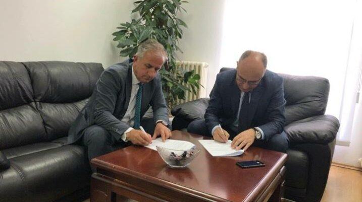 """[DOKUMENT] Nënshkruhet marrëveshja e projektit """"Renovimi dhe Mirëmbajtja e Lapidarëve"""" në vlerë prej 125,000.00 euro"""