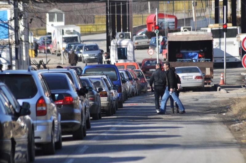 Mbi 30 mijë kosovarë drejt brigjeve shqiptare në këtë fundjavë