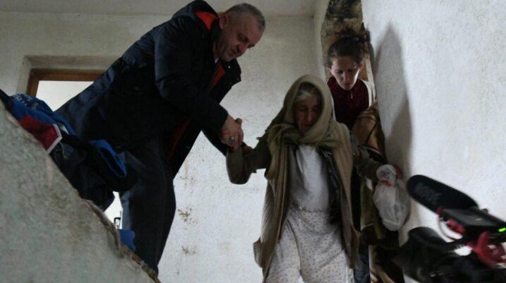 Bashkëatdhetari nga Zvicra ua ndërton shtëpinë familjes Kabashi nga Studençani