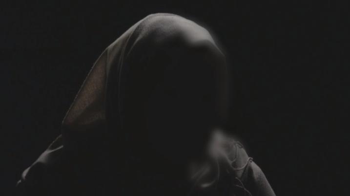 [VIDEO] E dhunuara nga forcat serbe: Mbeta shtatzënë, e kam rrit fëmijën e dhunuesit