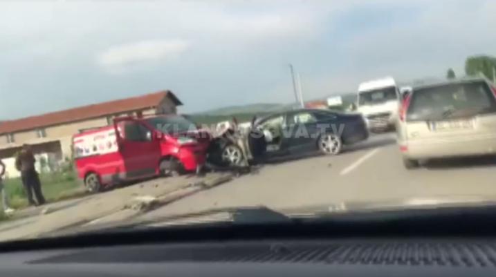 [VIDEO] Aksident në rrugën Rahovec-Suharekë, tre persona të lënduar