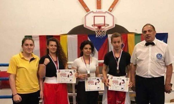 Boksierja kosovare e fiton medaljen e artë në Çeki