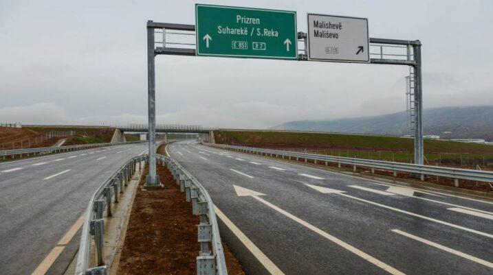 Lëndohen tri femra në një aksident trafiku në Suharekë, arrestohet një shtetas serb