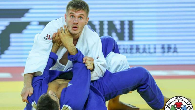 Akil Gjakova në majat e Evropës, fiton medaljen e artë në Lisbonë