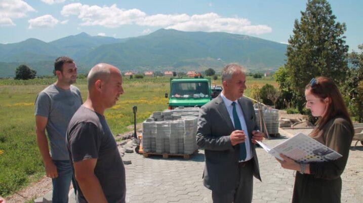 Fshatit Bukosh po i rregullohet infrastruktura rrugore