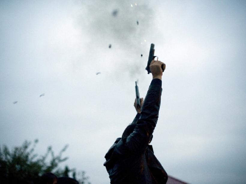 Suharekë: Gjuan me armë, policia i'a konfiskon!