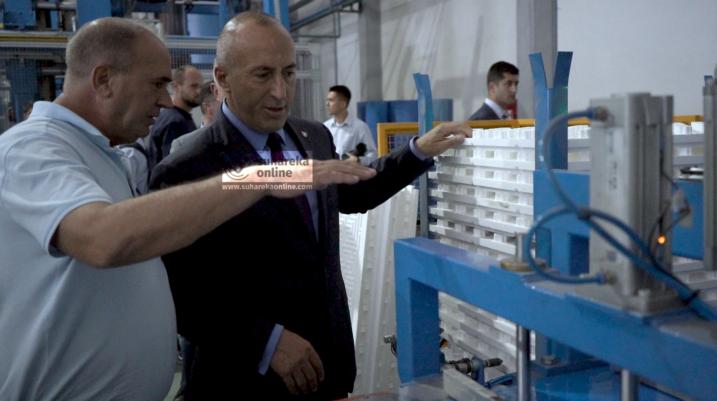 """Kryeministri Haradinaj viziton fabrikën """"Graniti"""""""