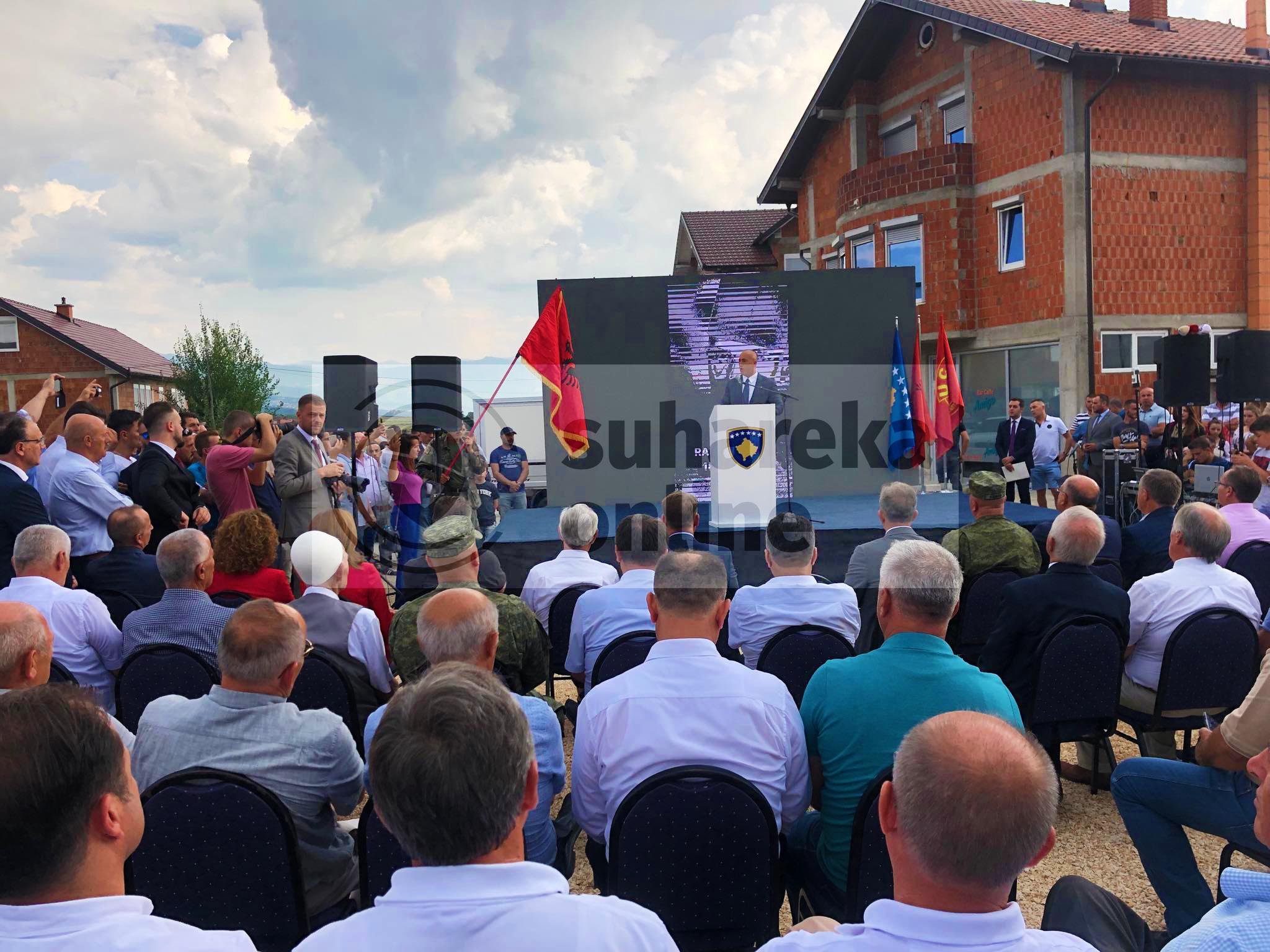 Haradinaj në Suharekë zbulon pllakën përkujtimore të Heroit Ramë Bllaca