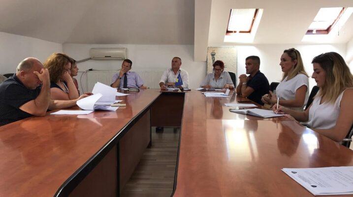 Suharekë: U mbajt mbledhja e tetë e Komitetit për Politikë dhe Financa