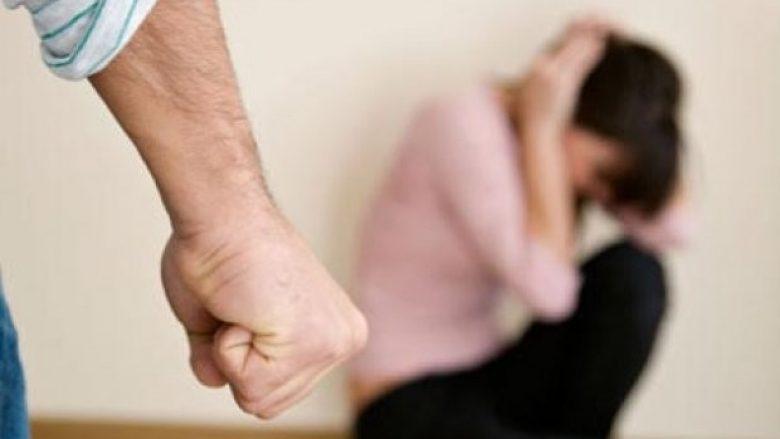 Suharekë: Ushtron dhunë fizike dhe psikike ndaj një gruaje