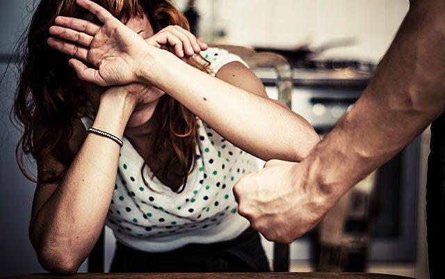 Burrat kosovarë s'e ndalin dhunën ndaj grave, kësi raste edhe në Suharekë