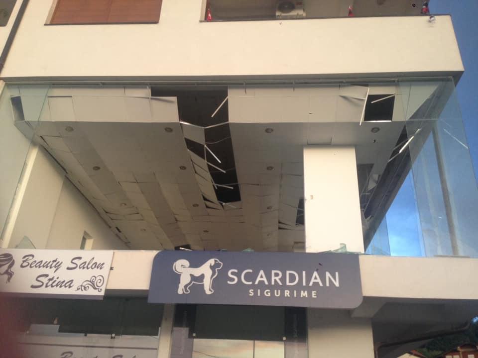 Moti i ligë dëmton objektet dhe disa qendra tregtare në Suharekë