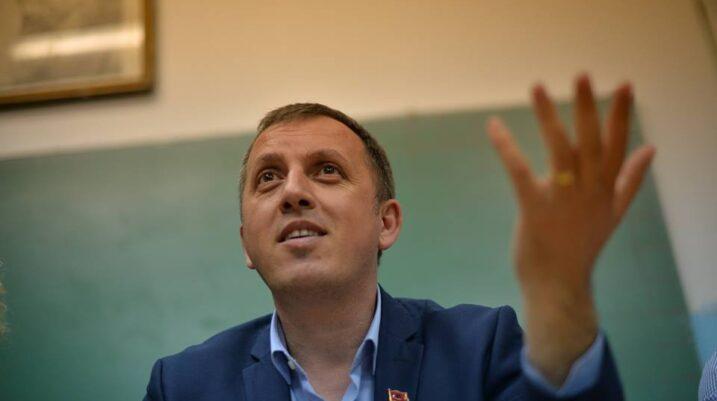 Salih Zyba akuzohet se tentoi ti heqë armën policit, në prill del para gjykatës