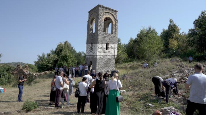 [VIDEO] 43 pelegrinë serbë lejohen nga Qeveria ta vizitojnë kishën në Mushtisht