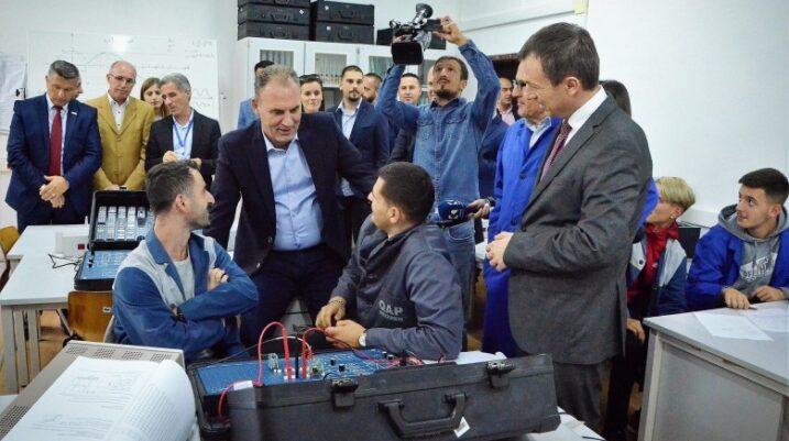Limaj premton mbështetje për qendrat e aftësimit profesional