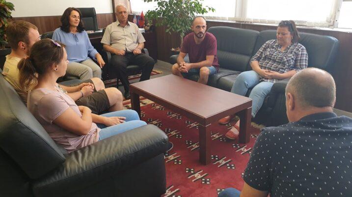 Çifti austriak Jungwirth ndihmon përsëri skamnorët e Komunës së Suharekës