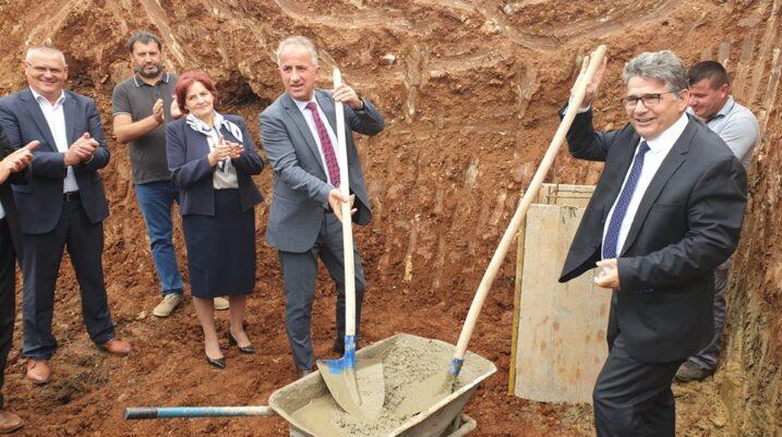 Suharekë: Ka filluar ndërtimi i rezervuarit të ujit në Biraq