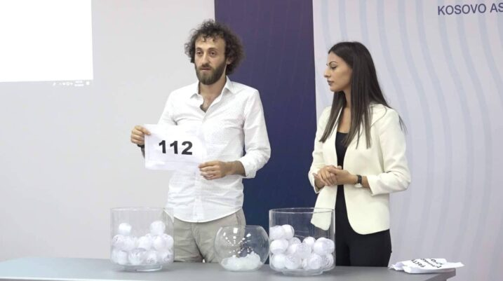 Dy simbolikat e numrit 112 të PDK-së, i cili u tërhoq nga djali i Heroit të Kosovës që sot kishte përvjetorin e 21-të