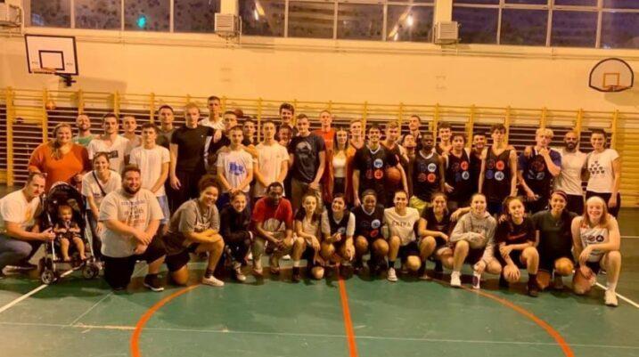 Trajnerët dhe basketbollistët amerikanë impresionohen me Suharekën