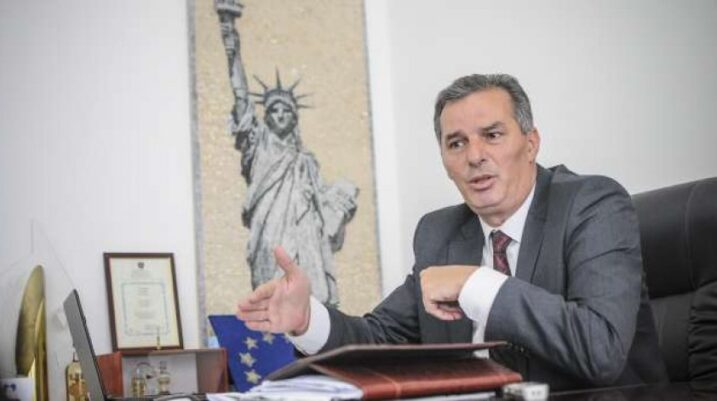 Prokurori kërkon dënimin e ish-kryetarit të Suharekës dhe dy të tjerëve