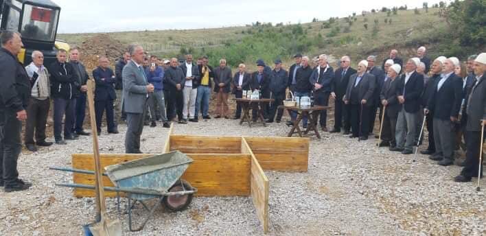 Në Samadrexhë u vendos gurthemeli i lapidarit për viktimat e viteve 1912-1945