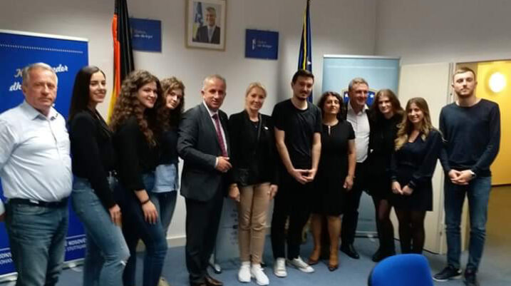 Muharremaj në Stuttgart, takohet me studentët e Suharekës, të cilët studiojnë atje