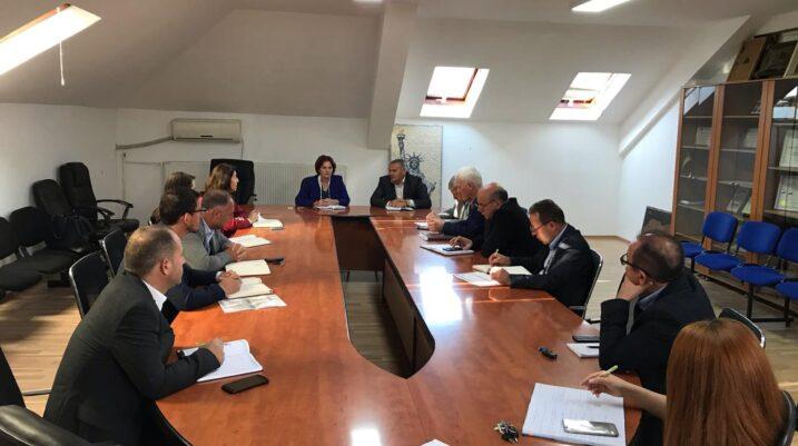 Suharekë: Nënkryetarja Suka, kërkon nga drejtorët komunal angazhim maksimal në mbarëvajtjen e projekteve