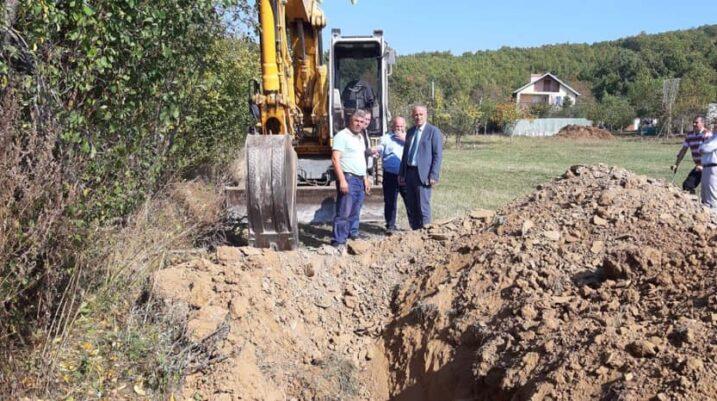 Punët po vazhdojnë për rregullimin e rrjetit të kanalizimit në fshatin Bllacë