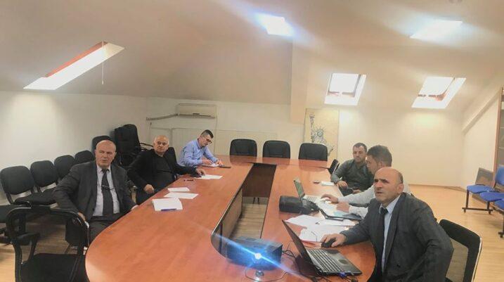Në Komunën e Suharekës mbahet takimi i Grupit Punues për Hartimin e Planit për Riintegrim