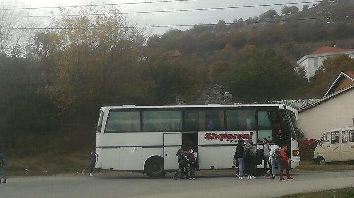 LVV e Suharekës: Vazhdon keqtrajtimi i nxënësve të Nishorit, kompania paguhet 190 euro në ditë