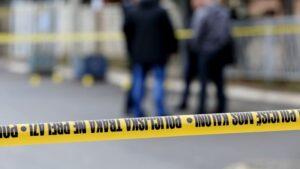 Gjinoc, motoçiklisti aksidentohet me një veturë, policia i gjen një qese me marihuanë
