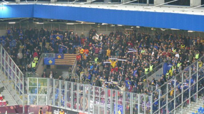 Stadiumi i Çekisë vishet 'Verdh e Kaltër' nga Dardanët