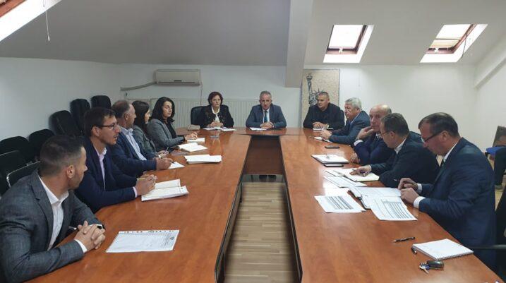 Mbahet takimi i rregullt i Këshillit të drejtorëve të Komunës së Suharekës