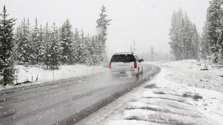 Reshjet e para të borës, policia bën apel tek qytetarët që të shtohet kujdesi gjatë vozitjes