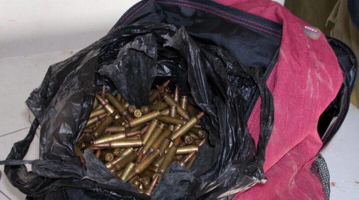 Peqan: Në një çantë gjenden fishekë dhe granatë