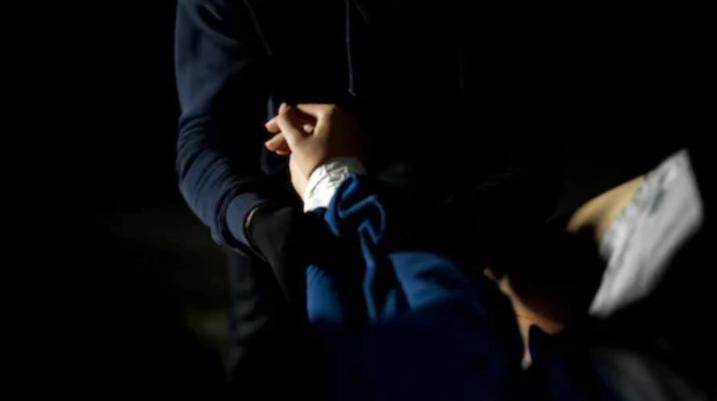 Pas një mosmarrëveshje gruaja rrah burrin në Prizren
