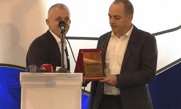 128 shtëpi, kryetari i Prizrenit i ndan mirënjohje humanistit Halil Kastrati