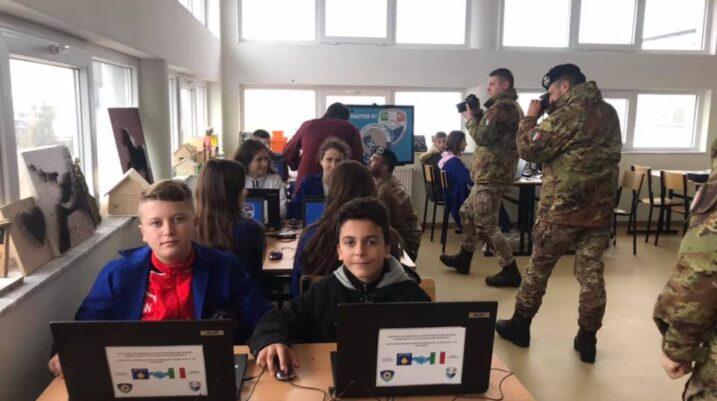 KFOR-i italian dhuron pajisje moderne teknologjike për shkollën fillore në Duhël