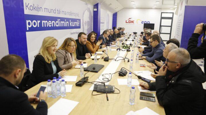 Mustafa nesër mbledh Kryesinë e LDK-së, diskutohet për përpjekjet e koalicionit me VV-në