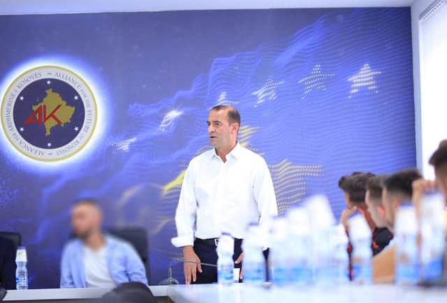 Daut Haradinaj: U befasova nga veprimi i deputetes Reshitaj, ajo u vetpërjashtua