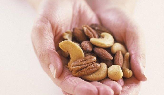 Frutat e thata kundër kancerit dhe pro zemrës, ja sa duhet të hani çdo ditë